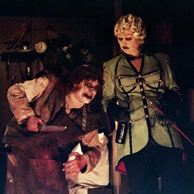La cie belge Arsenic nous invite dans une macabre roulotte. Photo  DR
