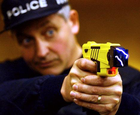 Taser Cop !