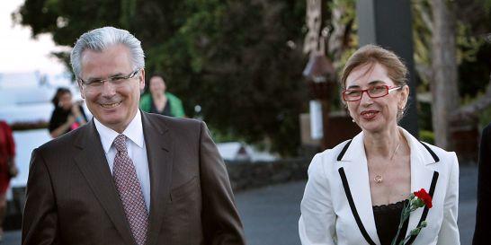 Le juge Garzon et la journaliste espagnole Pilar del Rio, veuve de l'écrivain portugais Jose Saramago. Photo Desiree Martin AFP.