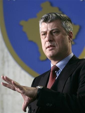 """Le Premier ministre du Kosovo Hashim Thaçi (photo) a agi comme le """"parrain"""" de réseaux criminels responsables d'un trafic d'organes de prisonniers serbes et albanais avant et après l'intervention de l'Otan en 1999, selon un rapport rédigé par le sénateur suisse libéral Dick Marty pour la commission des affaires juridiques et des droits de l'homme de l'Assemblée parlementaire du Conseil de l'Europe. (Reuters/Hazir Reka)"""