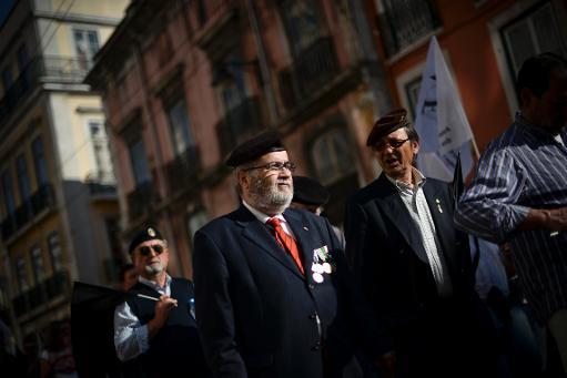 Des militaires portugais défilent contre l'austérité à Lisbonne le 15 mars 2014 (AFP, Patricia de Melo Moreira)
