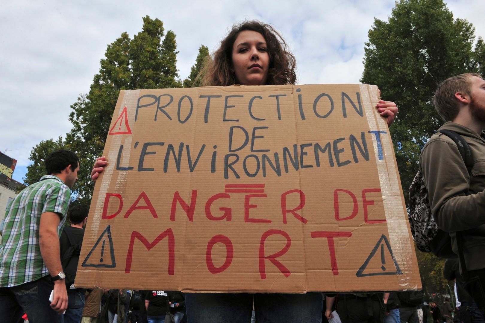 7775131476_nantes-les-manifestants-denoncent-la-mort-de-remi-fraisse-un-jeune-militant-ecologiste-retrouve-mort-sur-le-site-du-barrage-de-sivens-dans-le-tarn