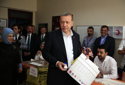4649155_6_e57e_le-president-turc-recep-tayyip-erdogan-dans-un_a561cc0e014e99adfbdf7e561ba83e49