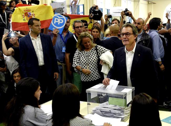 Le président catalan sortant, Artur Mas, a voté dimanche à Barcelone.