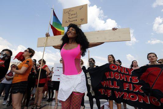 Manifestation de prostituées à Paris, le 5 juin. AFP