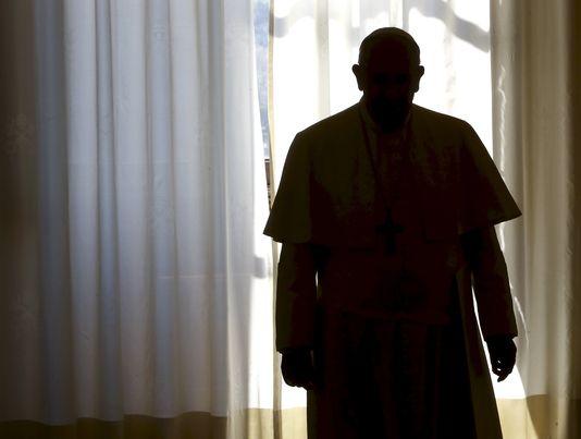 Le Vatican a annoncé, mercredi 11 novembre, l'ouverture d'une enquête sur la possible complicité de deux journalistes italiens « dans le délit de divulgation de nouvelles et de documents confidentiels ». TONY GENTILE / REUTERS