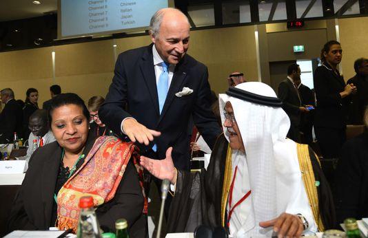 Laurent Fabius et le ministre du pétrole saoudien Ali al-Naimi le 8 novembre à Paris. BERTRAND GUAY / AFP