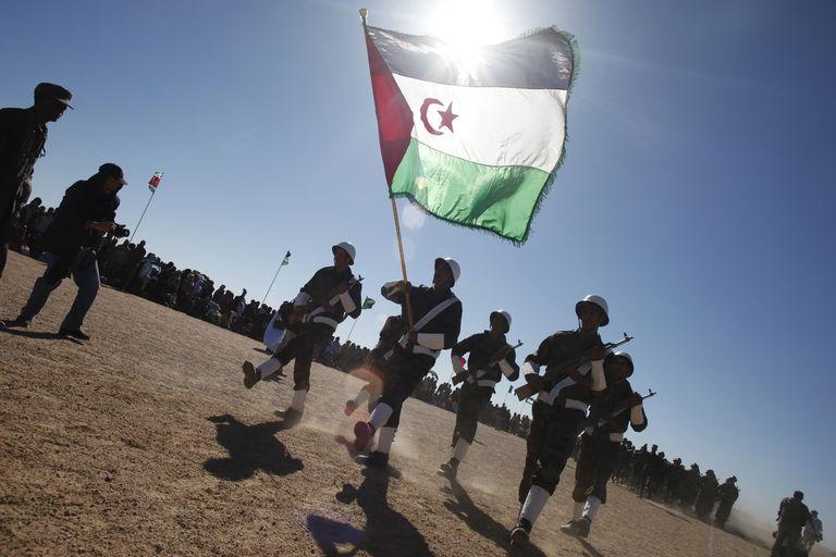 Compte rendu Le Front Polisario parvient à faire annuler l'accord agricole entre le Maroc et l'UE Par Youssef Ait Akdim Le Monde.fr avec AFP Le 10.12.2015 à 21h53 • Mis à jour le 11.12.2015 à 01h41 S'abonner dès 1 € Réagir Classer Partager (798) Tweeter Des combattants du Front Polisario, ici en 2011, célèbrent les 35 ans de l'existence de leur mouvement à Tifariti, au sud ouest de l'Algérie