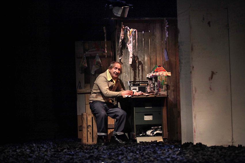 Christian Mazzuchini sur une corde juste sensible et drôle. Photo  Marie Clauzade