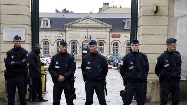 La cour d'appel de Versailles sous bonne garde policière, le 4 juin 2014 afp.com/THOMAS SAMSO
