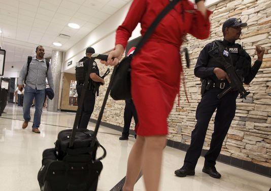 4815957_6_7249_des-policiers-armes-dans-l-aeroport_598bf9d17470300752cdc5b0bc94febf