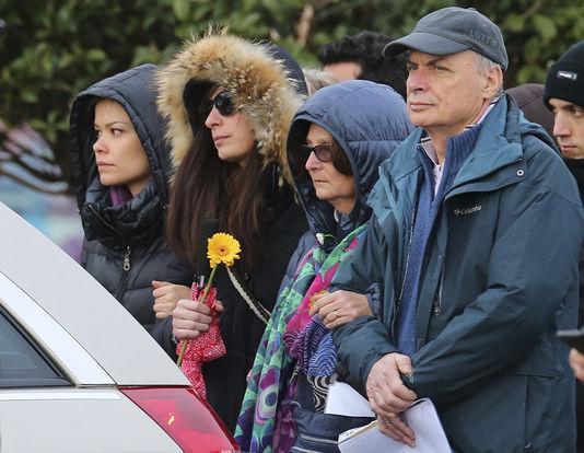 La famille de Giulio Regeni, son père Claudio, sa mère Paola et sa soeur Irene, lors de ses funérailles à Fiumicello, en Italie, le 12 février. Paolo Giovannini / AP