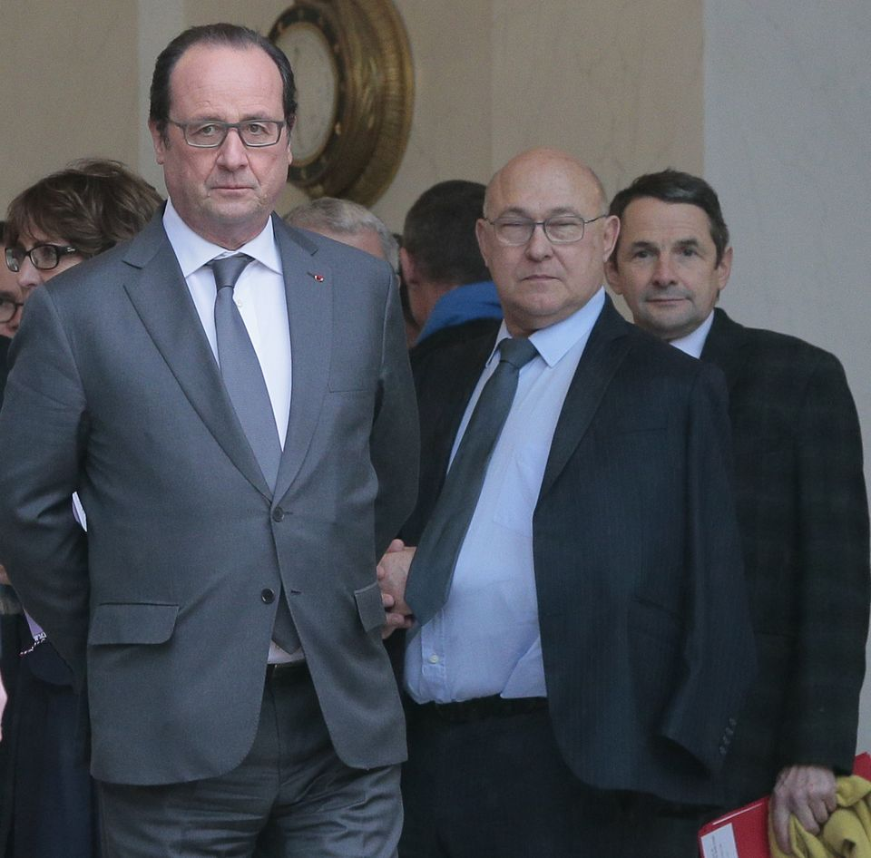 Francois Hollande et le ministre des Finances Michel Sapin, le 22 janvier 2016, à l'Elysée. Photo Jacques Demarthon. AFP