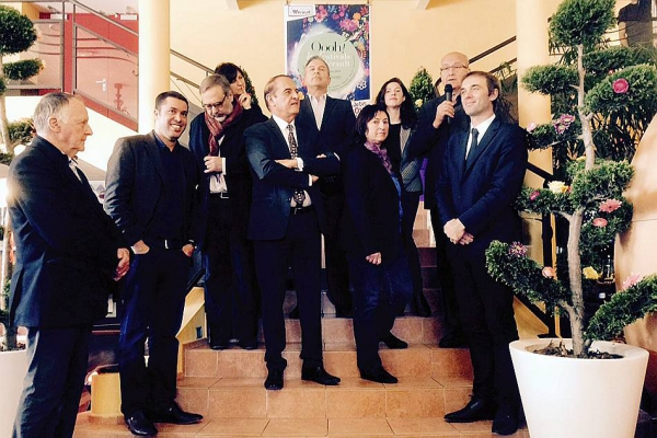 Les politiques entourés des directeurs artistiques Crédit Photo jmdi