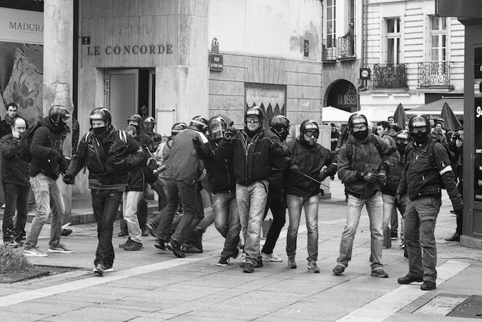 Policiers en civil lors de la manifestation contre la loi travail le 9 avril, à Nantes.