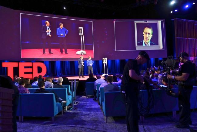 Edward Snowden en téléconférence en mars 2014