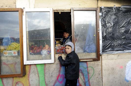 Dans la « jungle » de Calais, les 6 et 7 avril. Sarah AlcalayL pour Le Monde