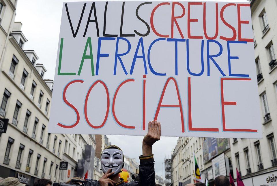 Un manifestant, le 1er mai, à Paris (illustration). Photo Alain Jocard. AFP