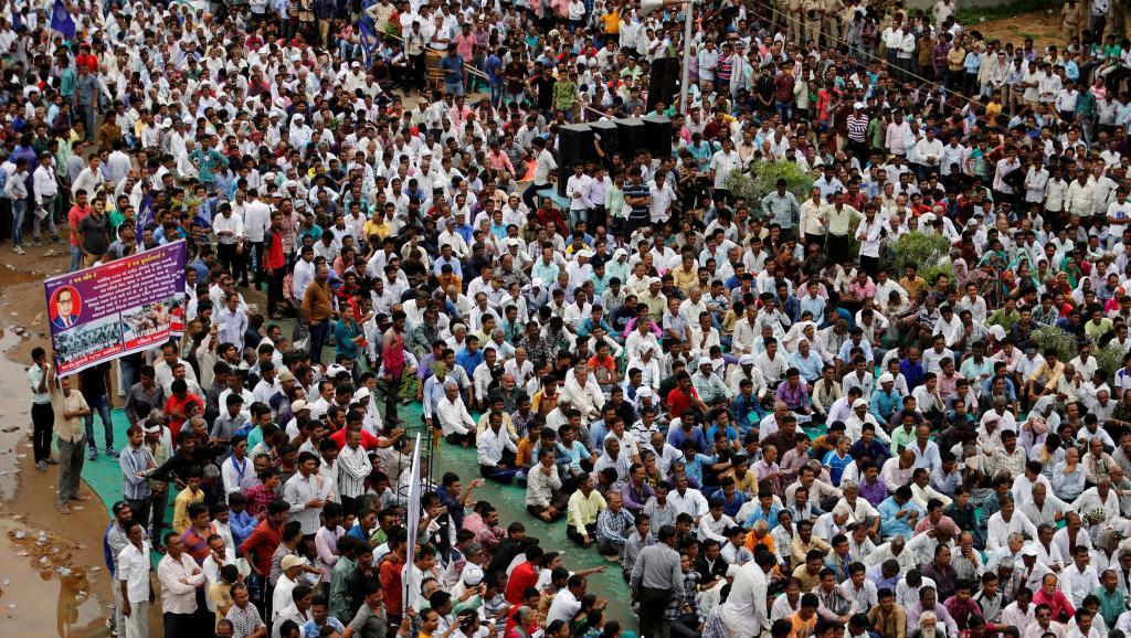 Près de 12000 Intouchables se sont rassemblés, ici à Ahmedabad, pour dénoncer l'humiliant passage à tabac de 4 jeunes de leur communauté par des milices hindoues. REUTERS/Amit Dave