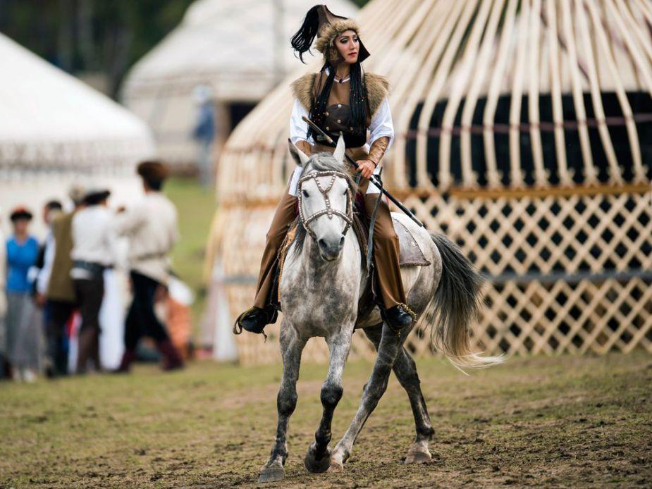 Les-femmes-participent-galement-aux-Jeux-Nomades.-1
