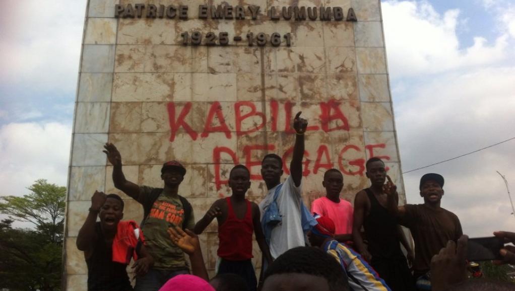 A Limete, à Kinshasa, des milliers de personnes se sont réunies autour de l'échangeur et la place Lumumba, RDC, ce lundi 19 septembre 2016. © RFI/Sonia Rolley