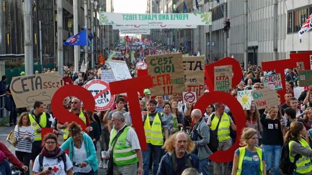 Défilé à Bruxelles contre le traité commercial avec le Canada. | AFP