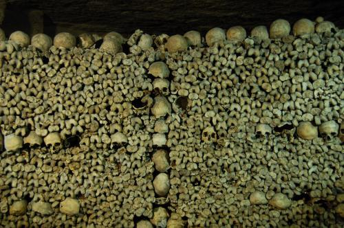 Ossements des communards dans les catacombes de Paris