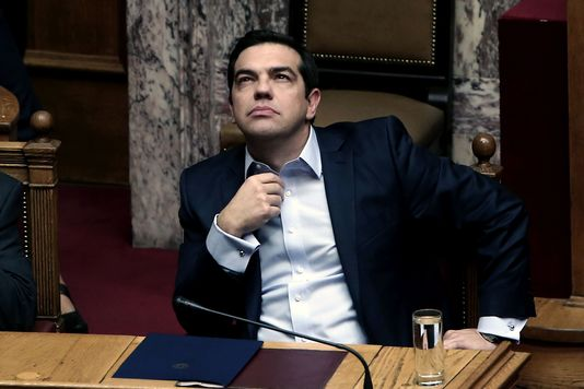 Le premier ministre grec Alexis Tsipras, au Parlement, le 10 décembre. Le premier ministre grec Alexis Tsipras, au Parlement, le 10 décembre. ANGELOS TZORTZINIS / AFP