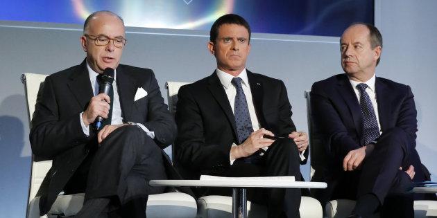 En partant, Manuel Valls a laissé un dossier brûlant à Bernard Cazeneuve et Jean-Jacques Urvoas. Photo  Jacky Naegelen / Reuters