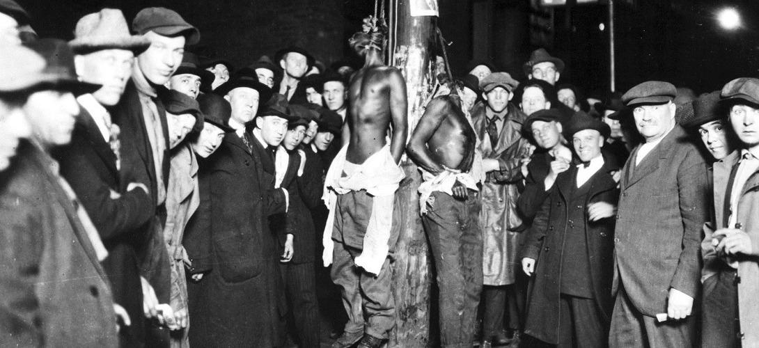 Lynchage de trois Africains -Américains accusés du viol d'une femme blanche, à Duluth (Minnesota) le 15 juin 1920 Crédit Photo library of Congress
