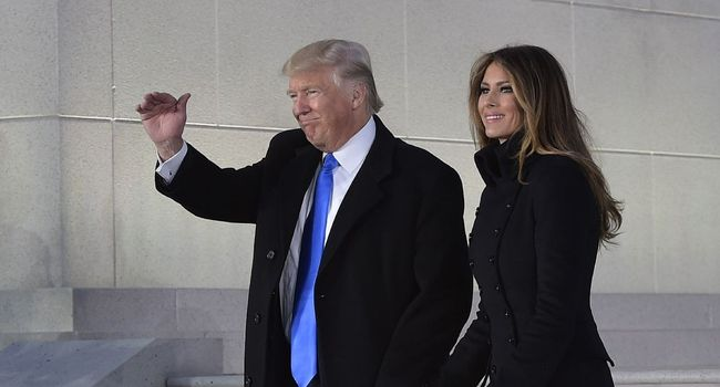 Donald Trump et sa femme Melania à leur arrivée au Lincoln Memorial pour le concert inaugural de l'investiture du président élu à Washington MANDEL NGAN  /  AFP