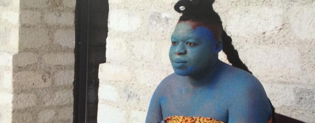 Albert Ibokwe Khoza dans une chorégraphe performance de Robyn Orlin