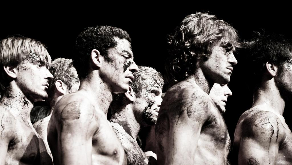 « Le Sacre du Printemps », une chorégraphie de Pina Bausch, interprétée par le Tanztheater Wuppertal Pina Bausch dans les Arènes de Nîmes.