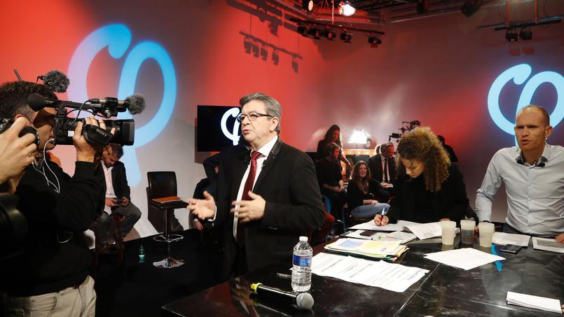 Lors d'une émission de plus de cinq heures diffusée sur Youtube et Facebook, exercice sans précédent dans une campagne présidentielle en France, l'ancien ministre de Lionel Jospin a dit vouloir ramener le taux de chômage, de 10% aujourd'hui, à 6% en 2022. Crédits photo : FRANCOIS GUILLOT/AFP
