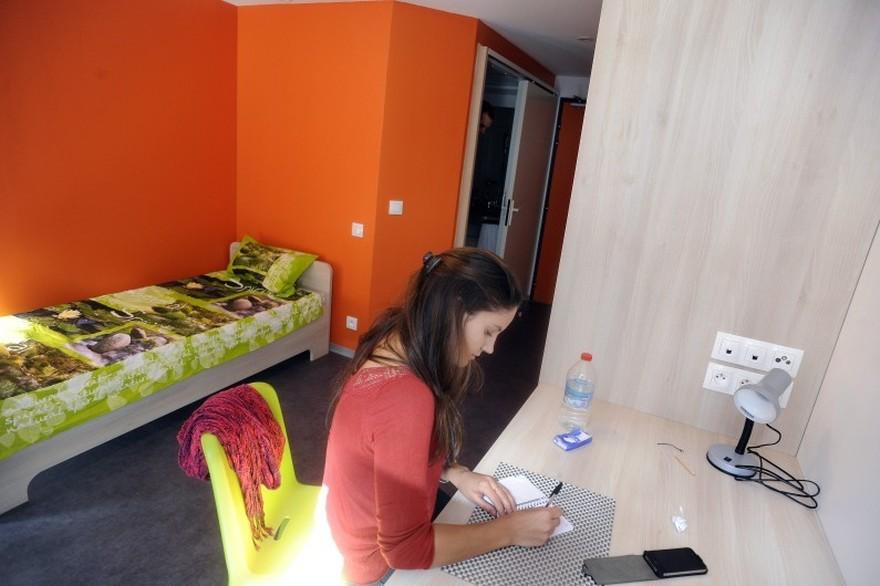 Une étudiante dans son logement, en septembre 2013 Crédit : AFP / Pascal Pavani