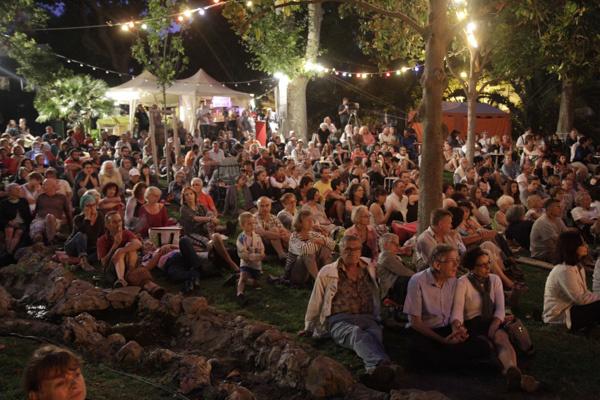 La poésie, chemin de paix à Sète au coeur de l'été méditerranéen. Photo dr