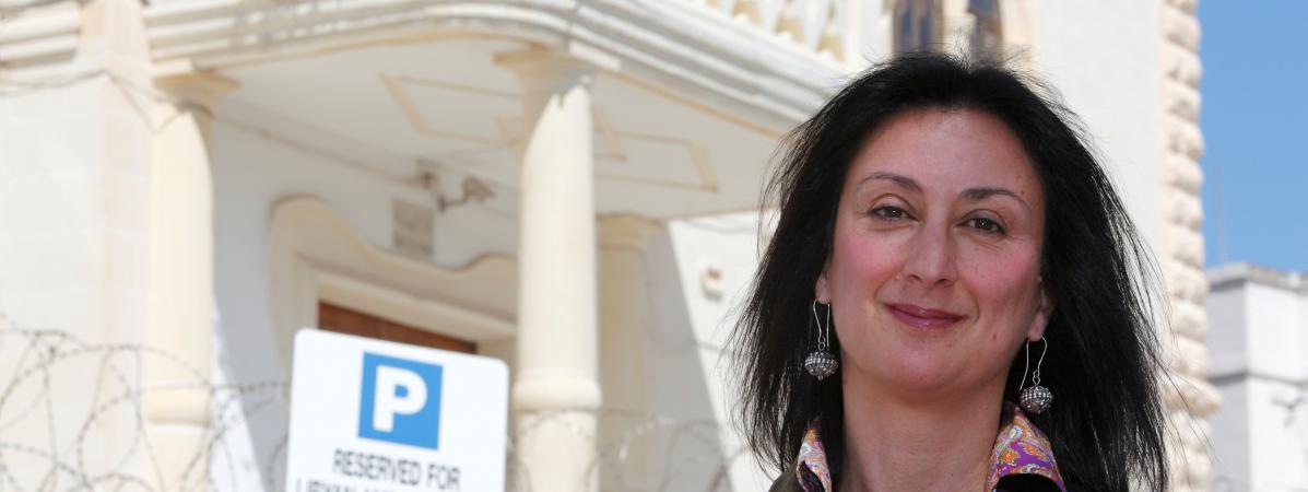 """Daphne Caruana Galizia est à l'origine d'accusations de corruption contre l'entourage du Premier ministre, Joseph Muscat. Ce dernier a évoqué """"une journée noire pour notre démocratie"""", après le drame."""