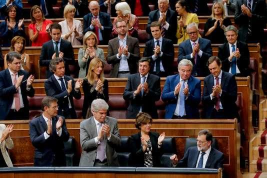 Mariano Rajoy a fixé un double ultimatum à Barcelone, mercredi, dix jours après la victoire du oui au référendum contesté sur l'indépendance de la Catalogne. Paul White /