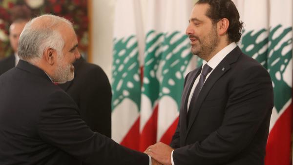 Le Premier ministre libanais Saad Hariri, en compagnie de l'ambassadeur iranien à Beyrouth, Mohammad Fathali, mercredi 22 novembre 2017. Reuters/Aziz Taher