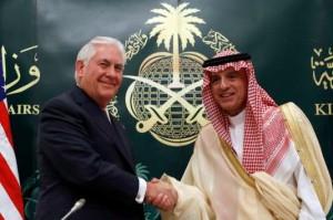 Le secrétaire d'Etat américain Rex Tillerson et le ministre des affaires étrangères saoudien Adel Ahmed Al-Jubeir, à Riyad, le 22 octobre. Le secrétaire d'Etat américain Rex Tillerson et le ministre des affaires étrangères saoudien Adel Ahmed Al-Jubeir, à Riyad, le 22 octobre. ALEX BRANDON / AP
