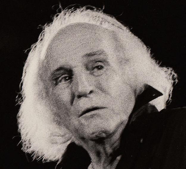 En 1956, Léo Ferré avait acquis une certaine renommée et gagné l'intérêt des surréalistes de l'époque, André Breton et Benjamin Péret en tête. Au point d'entretenir une certaine amitié avec Breton, et de vouloir lui confier la préface de son premier – et unique – recueil de poèmes : Poète… vos papiers ! Projet que Breton, qui prônait alors le vers libre, refusa, la teneur du texte n'étant pas à son goût. Cet épisode sonna le glas de leur courte amitié, et Ferré, qui n'était pas homme à se laisser rabrouer, adressa une dernière lettre assassine à son « ami d'occasion ».