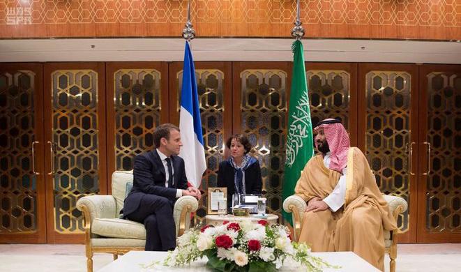 Emmanuel Macron avec le prince saoudien Mohammed ben Salmane à Riyad le 10 novembre 2017 © Reuters / pool officiel.