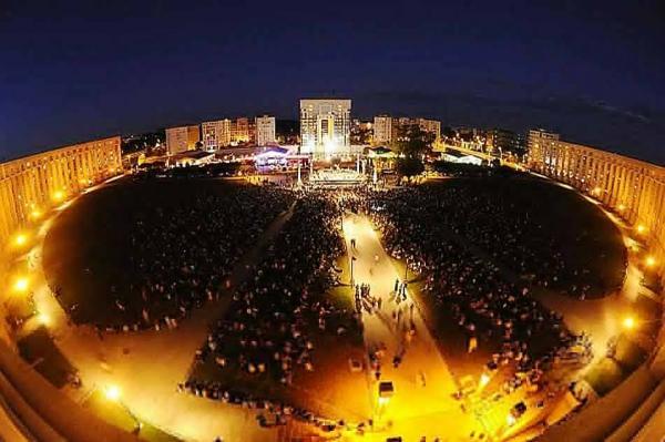 Concert du Festival de Radio France Montpellier Occitanie place de l'Europe à Montpellier.