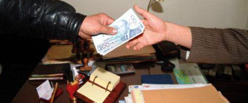 «Plus question de prétendre à un droit si l'on ne met pas la main à la poche», dénonce un internaute marocain.