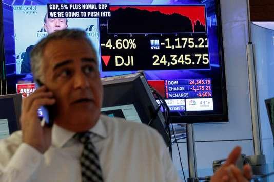 Un trader après la clôture de la bourse de New York et la chute de l'indice Dow Jones, le 5 février. Un trader après la clôture de la bourse de New York et la chute de l'indice Dow Jones, le 5 février. BRENDAN MCDERMID / REUTERS