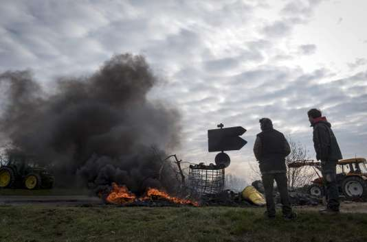 Opération escargot et blocus des agriculteurs dans la région de Toulouse, le 7 février. Eric Cabanis AFP