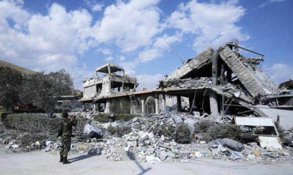 Le bâtiment détruit d'un centre présumé de fabrication d'armes chimiques, en Syrie. (© picture-alliance/dpa)