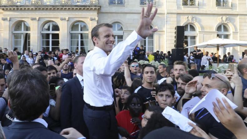 """Pour Goldman Sachs, la """"cohésion sociale"""" créée par la victoire des Bleus pourrait aider Macron à faire passer ses pilules. - Ludovic MARIN / POOL / AFP"""