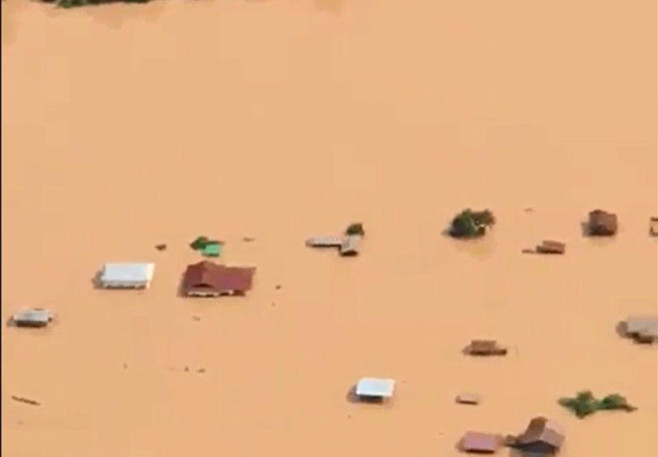 1142981-photo-tiree-d-une-video-de-la-chaine-abc-laos-montrant-une-vue-aerienne-des-inondations-provoquees-p