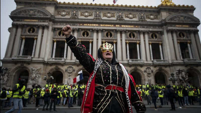 Opera-protester-800x450